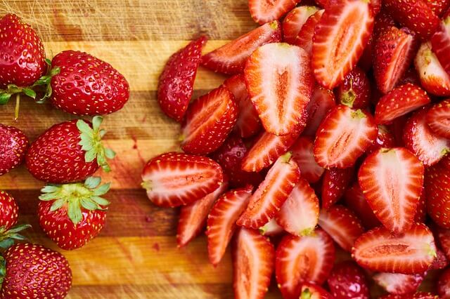 strawberry to improve diet