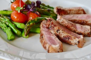 asparagus and steak for ketogenic diet